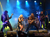 Doro band sype heavy metal do čekyňských luhů a hájů
