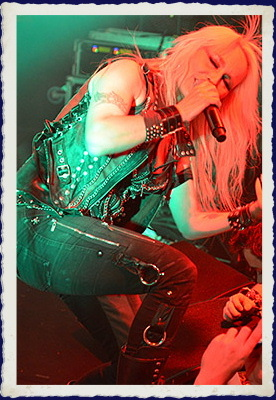 DORO na koncertu Raise Your Fist Tour 2012 - Retro Music Hall Praha (CZ)
